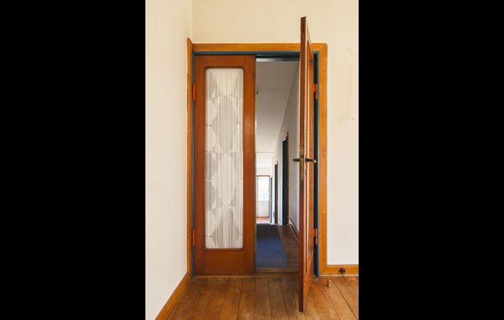 Døren fra spisestuen til værelsesgangen