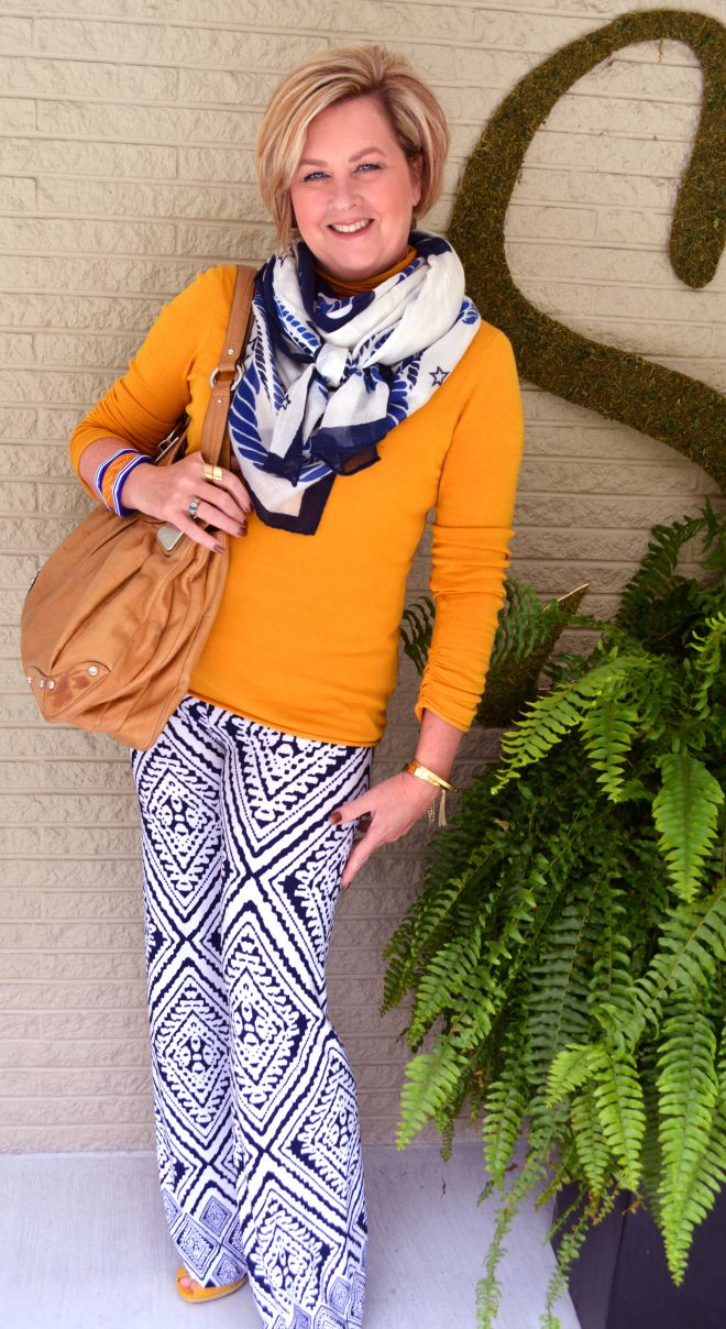 Mustard yellow is NOT a fave of mine, but I do love the way the patterned, flowing pants contrast, the yellow shoes peeping from the hem, and the scarf echoing the colors in the pants. Not a big fan of tan leather handbags.