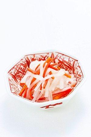 「あっという間にできあがり! レンジで即席紅白なます」普段の料理にも使えそうな超簡単レシピ。素材を変えて作ってみても◎!【楽天レシピ】
