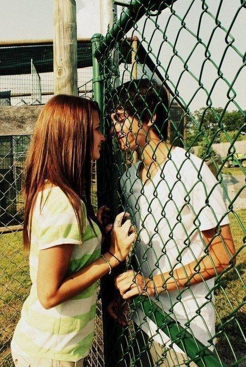 Tu dis être amoureux de moi, mais tu fais tout l'inverse d'un homme amoureux. Viens et prouve moi le contraire, retire toutes ces barrières...