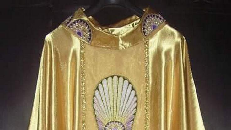 Ornamentos liturgicos para la celebracion de la Santa Misa