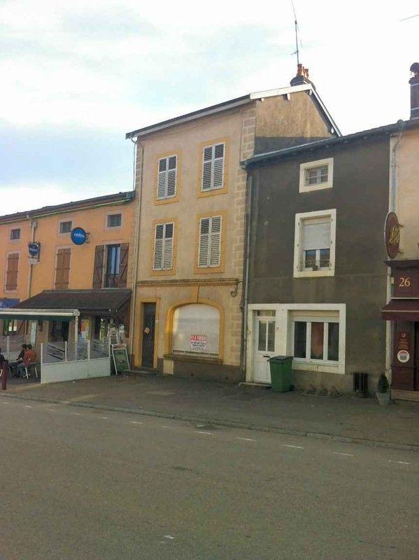 Maison r nover sauf fa ade avec beaucoup de potentiel situ e au centre du bourg avec - Renover facade de maison ...