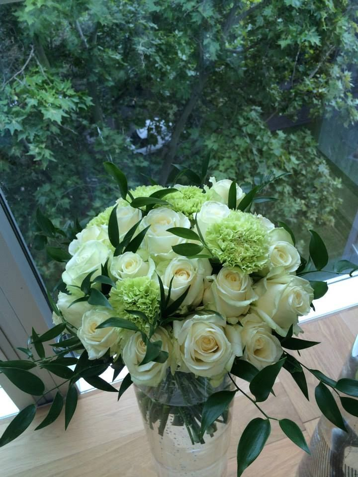 White roses and green carnations by ROSMARINO