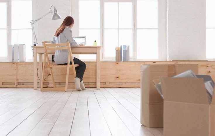 Pensamos en los muebles, la decoración de las paredes y en crear un ambiente cálido. Pero, ¿has pensado en las condiciones de seguridad? Vas a estar sola en casa y se hace necesario disminuir riesgos y ser precavida. Toma nota.