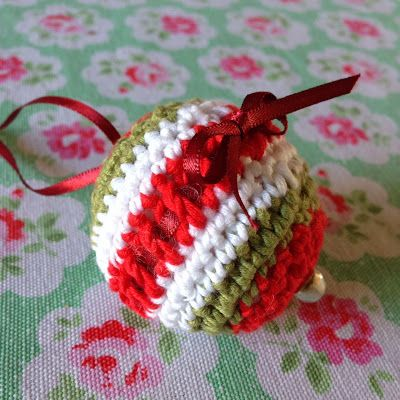 Free Crochet Pattern Christmas Bauble : Free Christmas Bauble Pattern Crochet Pinterest ...