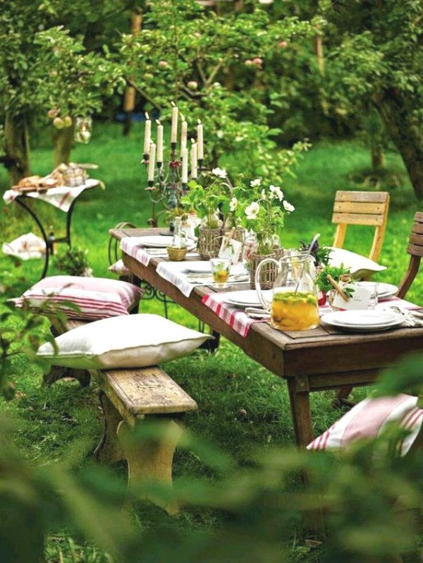 Picnic ideas for the best summer pleasure! picnic ideas in the middle of the forest - Outdoor Rooms, Outdoor Gardens, Outdoor Furniture Sets, Outdoor Decor, Outdoor Tables, Rustic Outdoor Dining Sets, Outdoor Steps, Party Outdoor, Beach Gardens