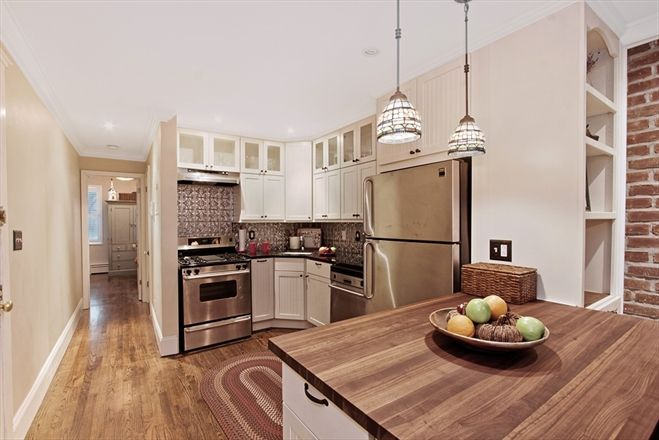 Wish i can find one like this when i move brooklyn for Brownstone kitchen ideas