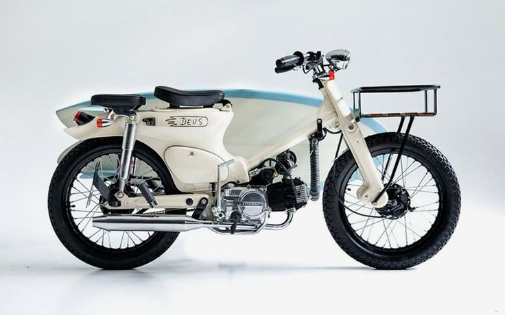 El talentoso equipo de constructores de Deus Customs  ha creado la motocicleta perfecta para llegar a la playa con estilo. Basada en una ...
