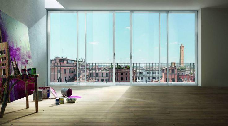 Essenza, portafinestra tutto vetro scorrevole. Portafinestra tutto vetro consente di creare continuità fra gli ambienti interni e lo spazio esterno alla casa.