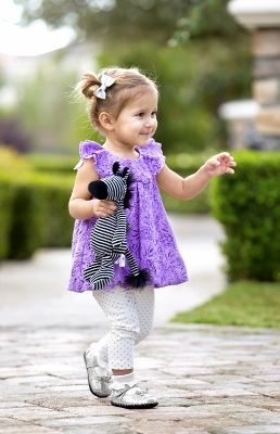 "Find the BEST SHOE for the BEGINNING-TO-WALK loves in your life. | ""A great toddler shoe bends easily in your hand...stiff is bad.""--Didn't know that; good info."