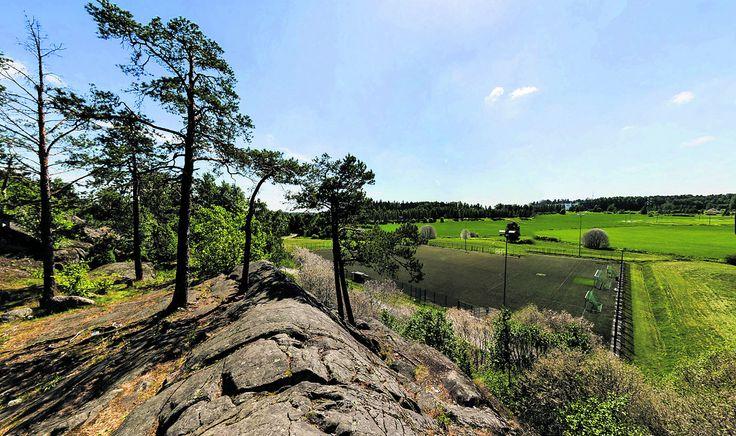 Gruvberget − Leppävaaran kaivoskallio aivan Seikkailupuisto Huipun vieressä. Hyvä näköalapaikka vaikka eväiden syöntiin. Myös geokätköilijöille antoisa kohde :-)
