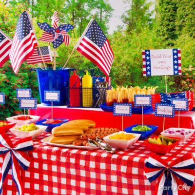 Hot dog hamburger station party food ideas party city i for 4th of july party decoration