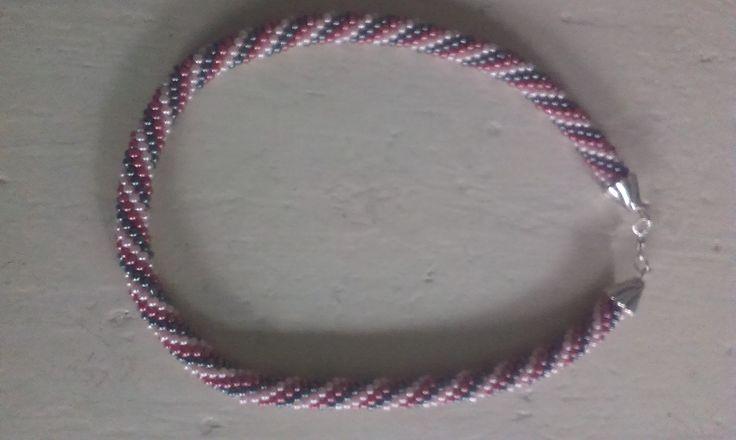 Gehaakte ketting met 3 kleuren