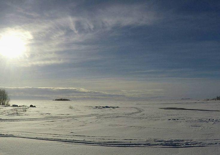 Täällä on niin helppo hengittää, että taidan muuttaa tänne 💙    #kuivaniemi #perämeri #bottenviken #bothnianbay #merihelmi #pitstop #frozensea ❄⚓