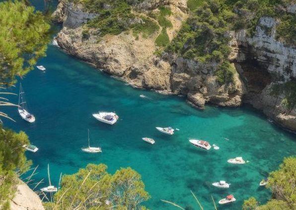 Region Walencji i Alicante obfituje w liczne mniejsze i większe kurorty wypoczynkowo-plażowe, w których do woli można nacieszyć się słońcem, plażą i dobrym jedzeniem. Region Walencji może poszczyci…