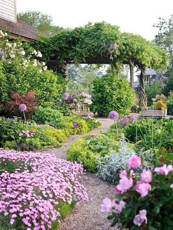 this garden is so pretty!