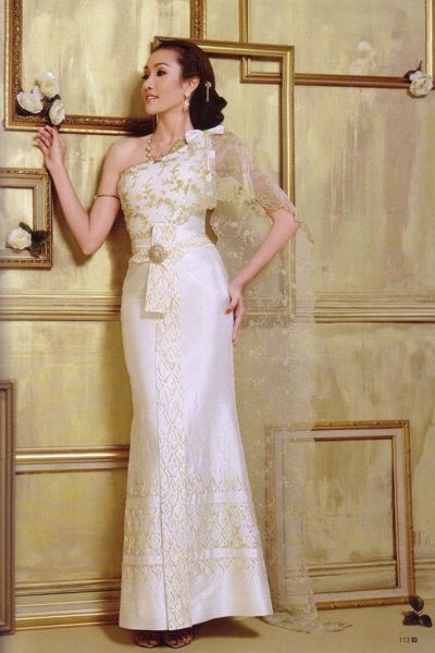 Traditional twist to the white wedding dress...love this.