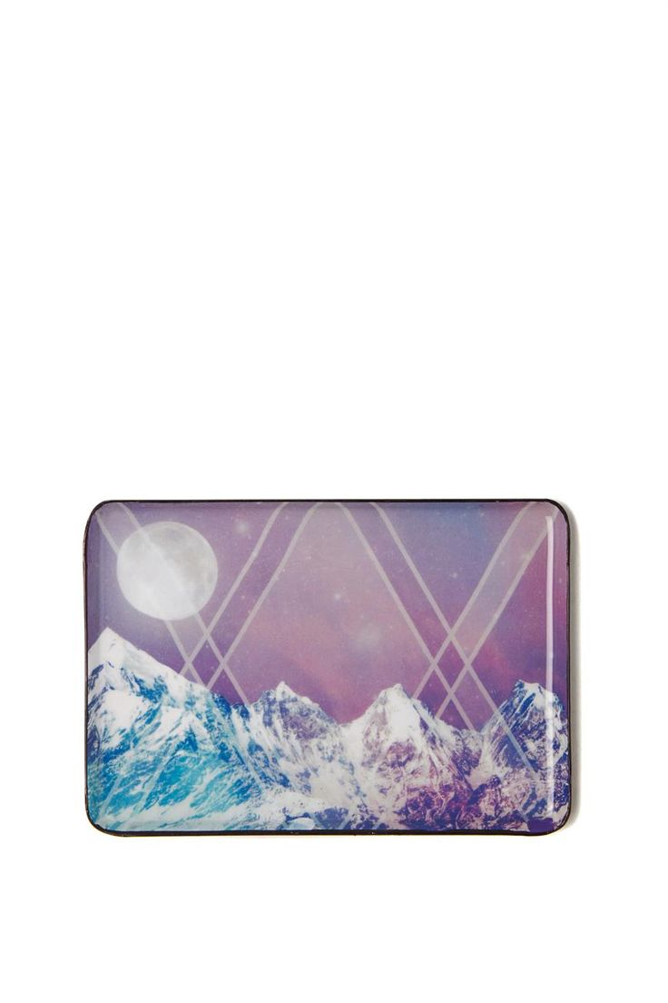 Dreamy printed enamel key tray perfect to store your keys at the end of every day, or even your favourite jewels. Made from metal with a printed enamel coating. Dimensions: 15cm long x 10cm wide.
