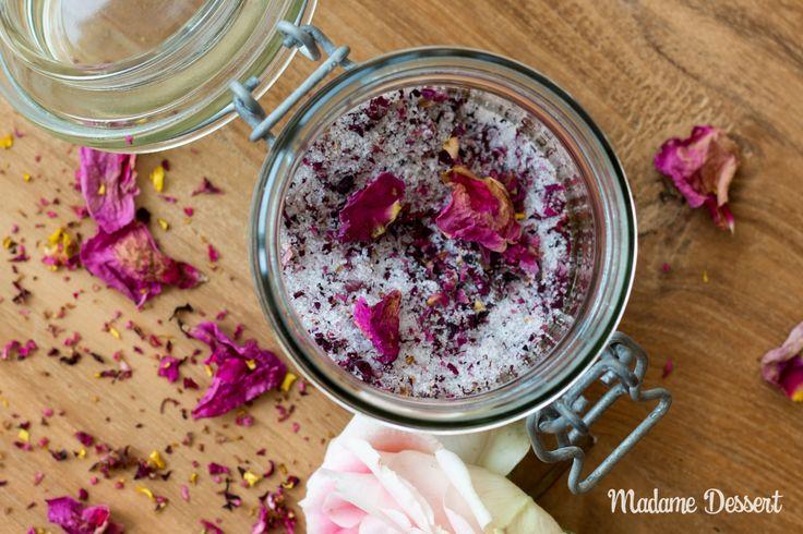 Ein Löffelchen im heißen Schwarztee oder der frisch aufgeschlagenen Sahne –Rosenzucker verzaubert alles mit seinem feinen, rosigen Duft.