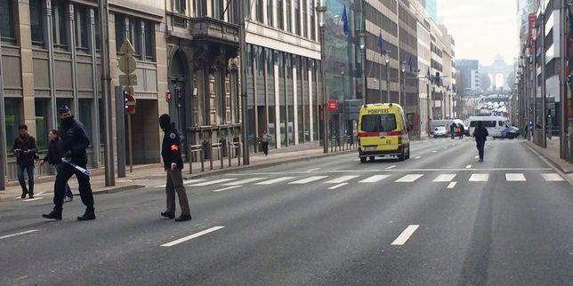 Explosions à Bruxelles: trains et transports en commun arrêtés, vols annulés à l'aéroport Check more at http://info.webissimo.biz/explosions-a-bruxelles-trains-et-transports-en-commun-arretes-vols-annules-a-laeroport/