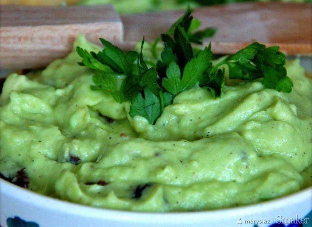 Pasta z avocado z suszonymi śliwkami