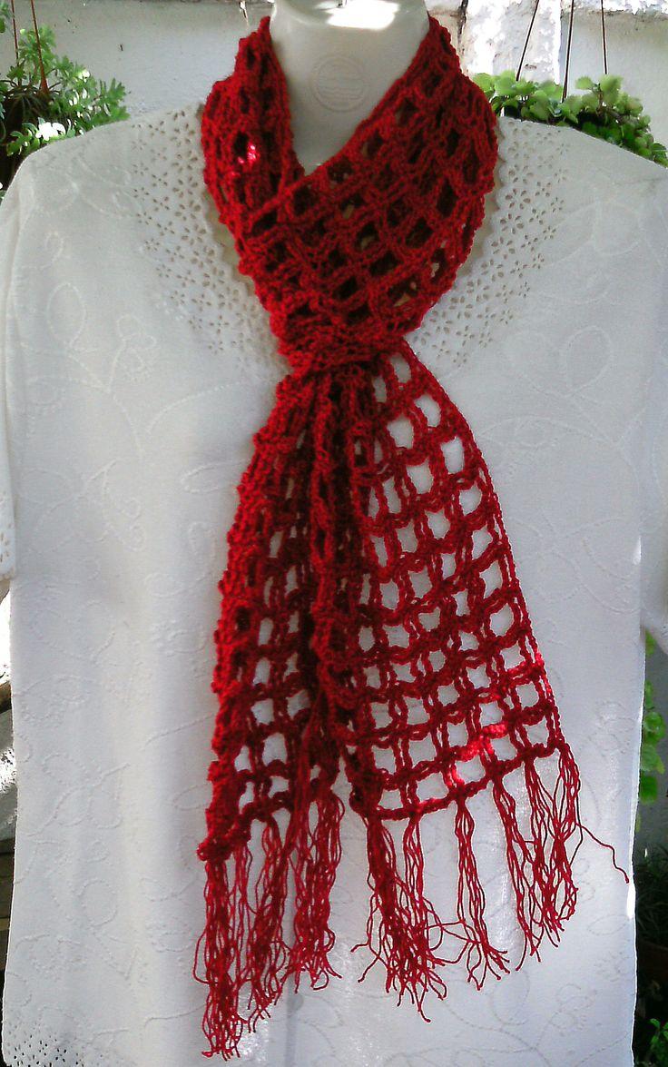 Bufanda roja en hilo.