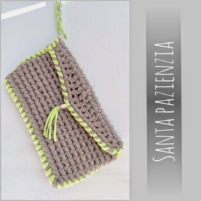 Clutch tipo sobre de trapillo gris y verde lima: Santa Pazienzia