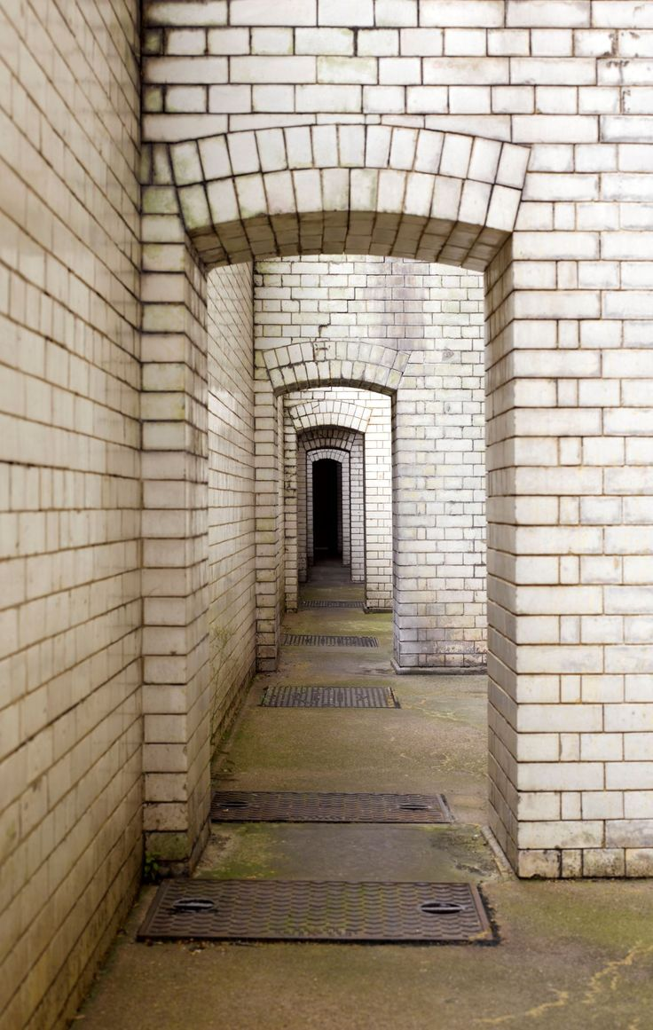 Unseen London DEAD MAN'S WALK The Old Bailey's 'dead man's walk', a legacy of old Newgate prison, was the route a condemned prisoner would follow from the cell to the gallows