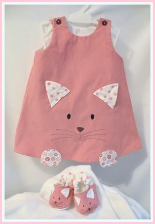 Robe et petits chaussons chat