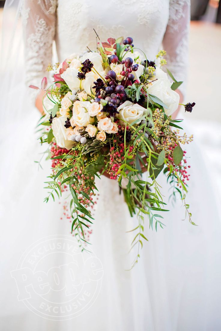Jinger Duggar's beautiful wedding bouquet incorporates grapes and fall colours of eggplant, burnt orange and olive hues