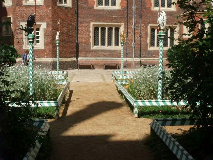 I want a tudor garden