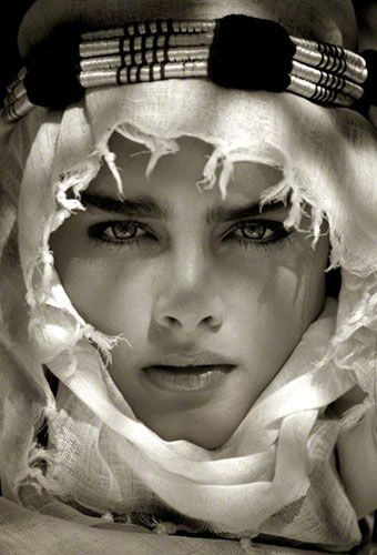 Photographer: Albert Watson ... love the shadows cast on her face