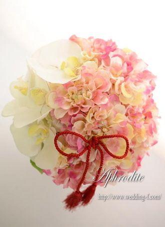 ウエディングブーケ専門ショップ・アフロディーテ(Wedding Bouquet Aphrodite) 胡蝶蘭とダリアのクラッチブーケ