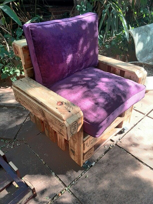 Single seater made of pallets and castors, upholstered with U&G Latino clad foam chip cushions.