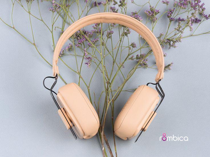 Если судить по внешнему виду, то кажется что в mysound BH-05 должны бесконечно играть нежные легкомысленные песни о любви. А чтобы послушать на что они спсобоны — можно их подарить 😉 Купить → http://amp.gs/YCuJ   #8марта #подарок #rombica #digitalyou #наушники #музыка
