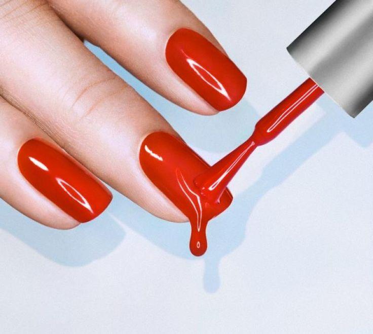 We zijn er gek op: felle nagellak, nailart en hoe meer glitters, hoe beter. Maar je nagels betalen wel de prijs. Met deze snelle tips voorkom je strepen, stukjes die afbreken en broze nagels in de toekomst. Op naar healthy nails!