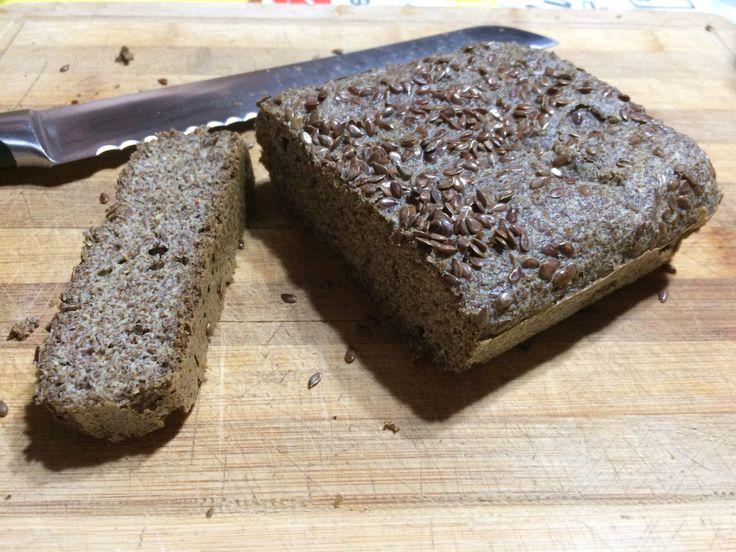 """Para calmar la """"necesidad"""" de pan, nada mejor que la linaza, que baja la insulina y glucosa. Ingredientes: 3 tazas de harina de linaza 6 huevos 5 cucharadas de aceite de coco 1 cucharad…"""