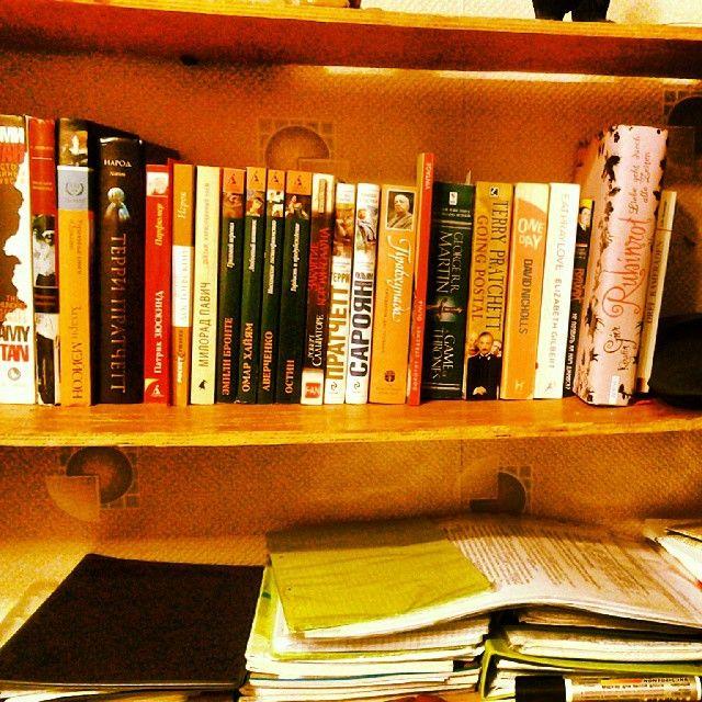 Забавно, что моя личная библиотека формируется на трёх языках
