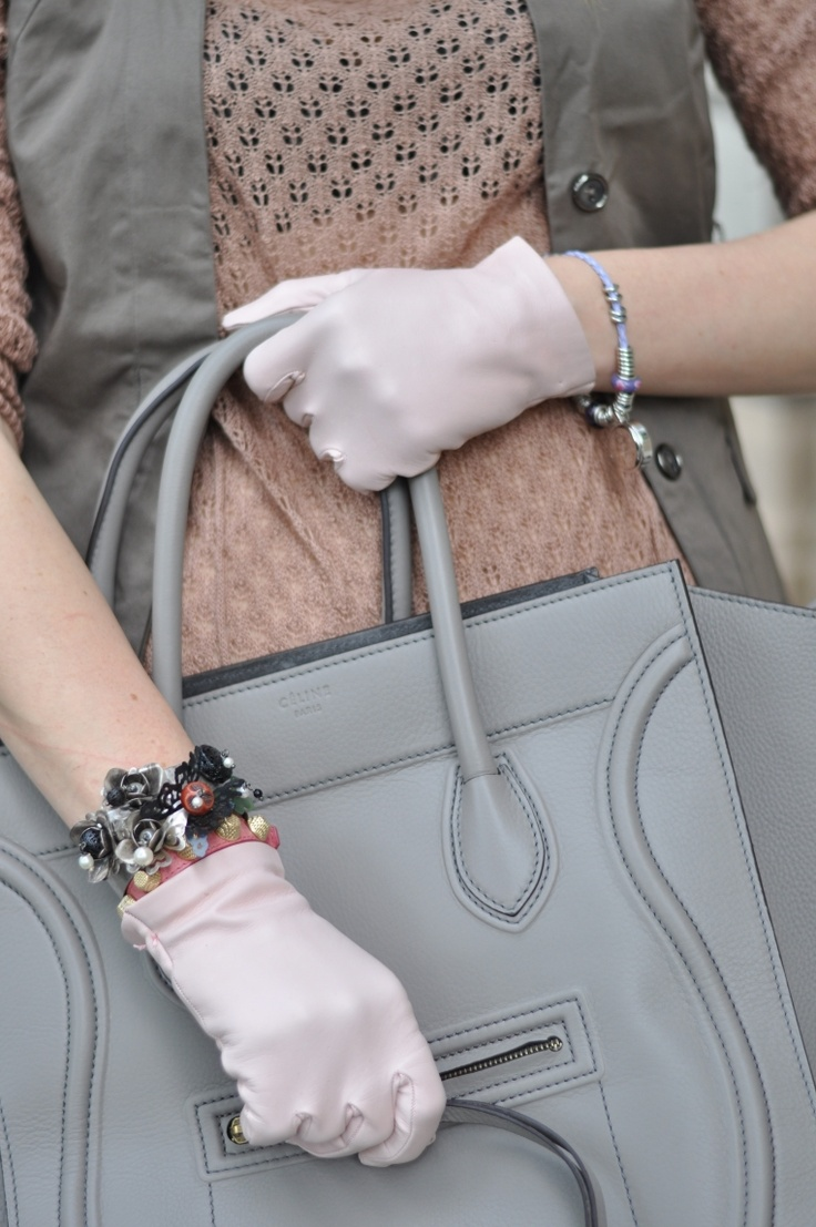 The fashion blogger Melissa Cabrini wearing our gloves for her new look.  http://www.theprincessgown.com/accessories-are-key