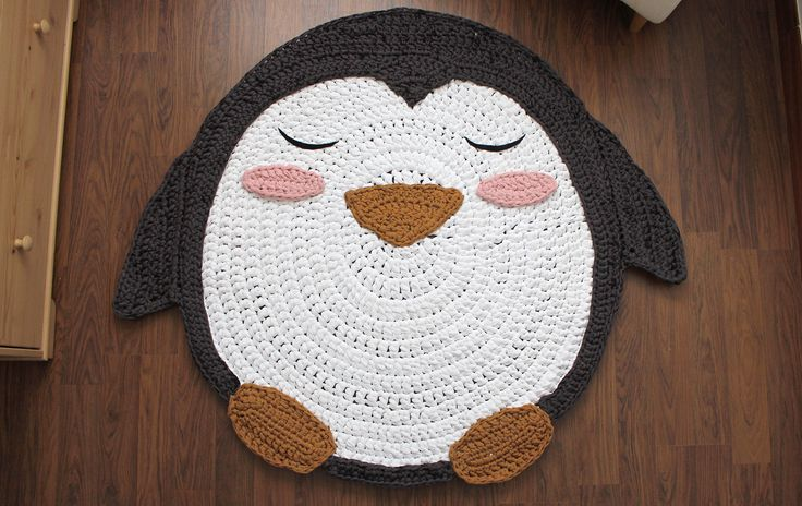 Alfombra pingüino de trapillo XXL