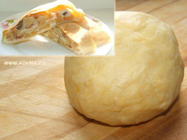 Пресное тесто на сметане Нам понадобится (для количества как на фото, на один пирог): 250 г пшеничной муки 0,5 стакана сметаны любой жирности 1 столовая ложка охлаждённого сливочного масла 0,5 столовой ложки сахара 1/4 чайной ложки соли 1  яйцо