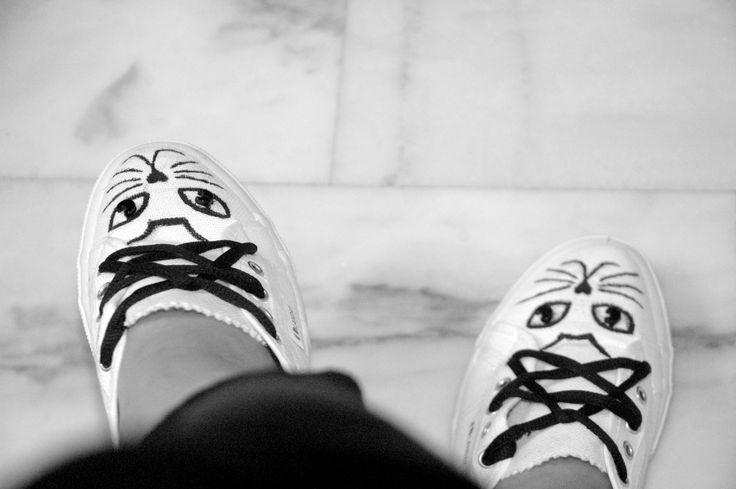 Scarpe in tela, disegno gatto, lacci stella