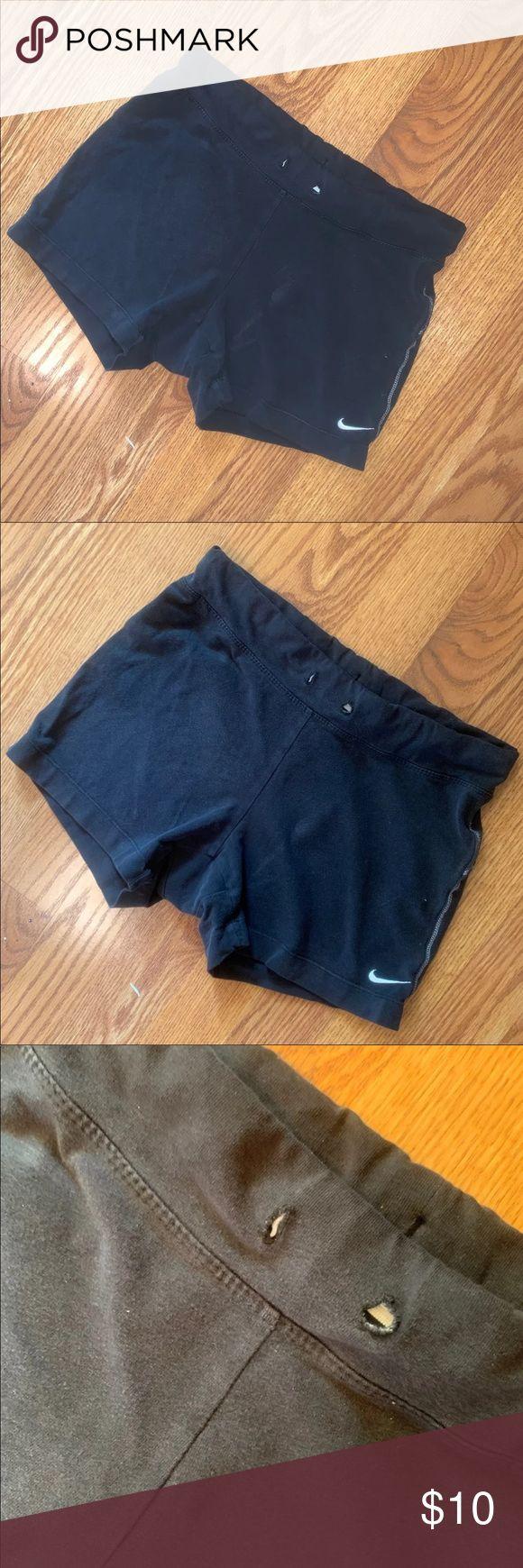 Nike Shorts Gut getragen, der Kordelzug wurde herausgezogen. Keine Risse oder Risse in …   – My Posh Picks