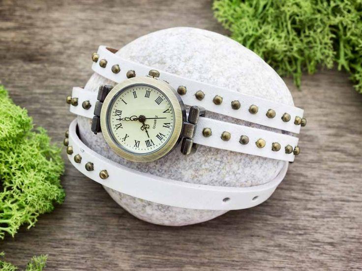 Fehér bőrszíjas díszített vintage óra