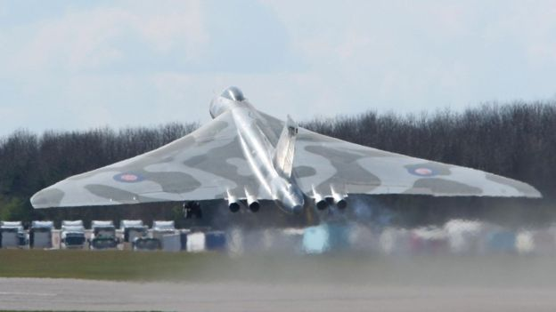 Vulcan XH558 - The UK's last flying Vulcan is making its final public display flight on Sunday 4th October 2015. The XH558 bomber is to appear near Biggleswade in Bedfordshire.