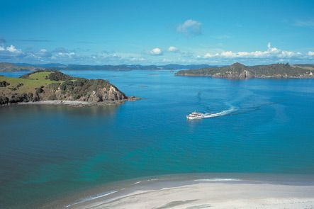 AUCKLAND TO BAY OF ISLANDS PRIVATE LUXURY TOURS. Auckland to Bay of Islands Private Luxury Tours. Our Private Auckland to Bay of Islands Tours are an exceptional way of seeing one of New Zealand's most beautiful and historic regions in style. TIME UNLIMITED TOURS.