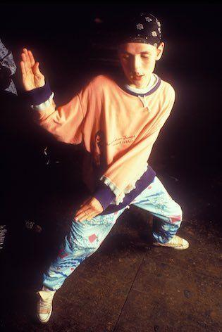 ☺︎ ACiD RAVER dancing Shaolin style (1988). © DAVE SWINDELLS [1989] Lake Errie - Sex 4 Daze (I Want It, You Can Get It) (King's Highway Club Break) >> https://youtu.be/9JbkNL0_J3Y