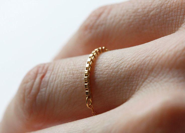 Anneau de chaîne de boîte en or, Dainty anneaux, anneaux empilables, anneau minimaliste, or anneaux empilables par MinimalVS sur Etsy https://www.etsy.com/fr/listing/129733941/anneau-de-chaine-de-boite-en-or-dainty