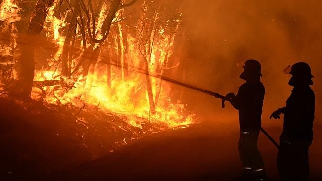 MFS fire crew battle a fire on Wattle Rd, Kersbrook. Picture: Campbell Brodie.