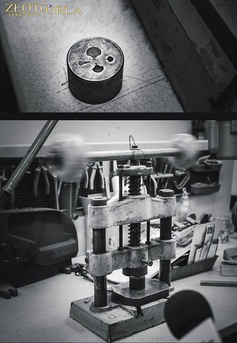 Narzędzia pracy złotnika.  https://www.facebook.com/zlotoorla/photos/pcb.957396397634933/957392910968615/?type=3&permPage=1
